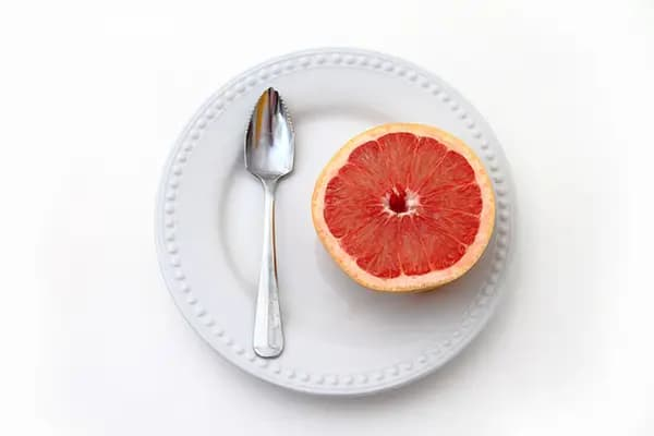 Грейпфрутът може да предизвика опасни реакции с някои лекарства, отпускани по лекарско предписание.
